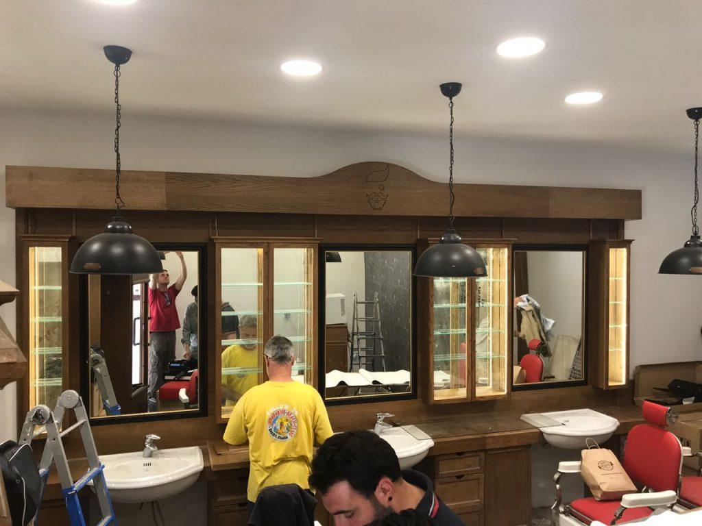 Nuovo barber shop crew arredamento per barber shop in for Arredamento shop