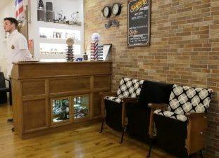 Come arredare un barber shop parte 6 la reception wood for Mobili da reception