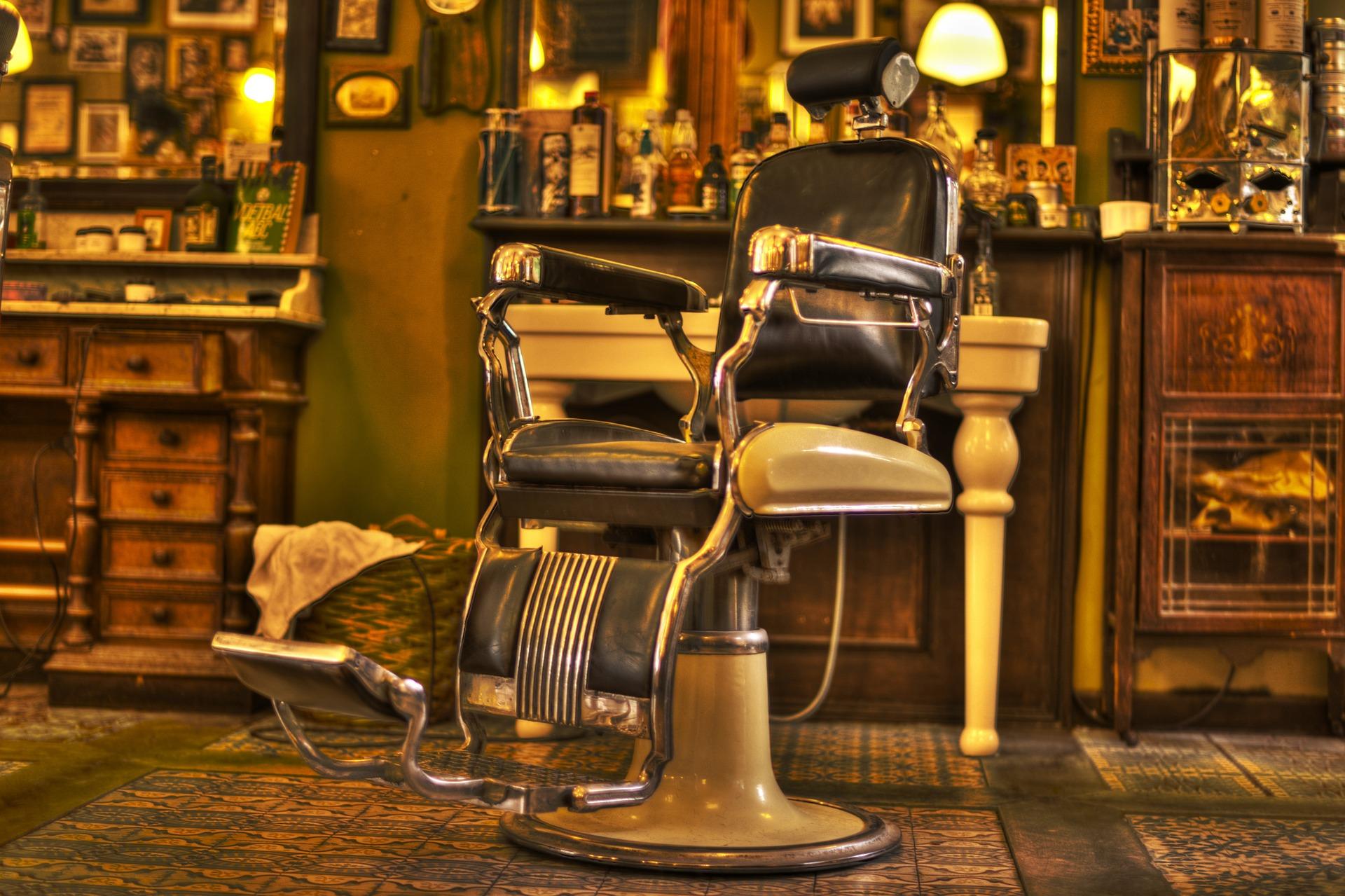 I 5 barber shop pi belli d 39 italia wood design for Arredamento barber shop