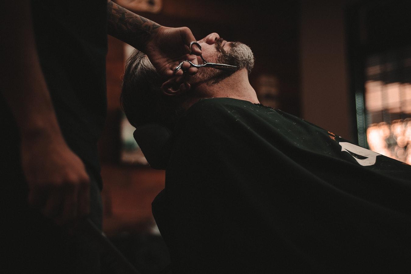 I 5 barber shop pi belli d 39 europa wood design for Arredamento barber shop
