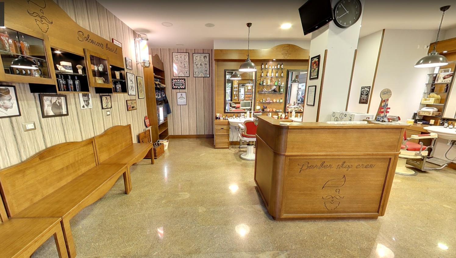 Arredamento barber shop cassa reception wood design for Arredamento barber shop